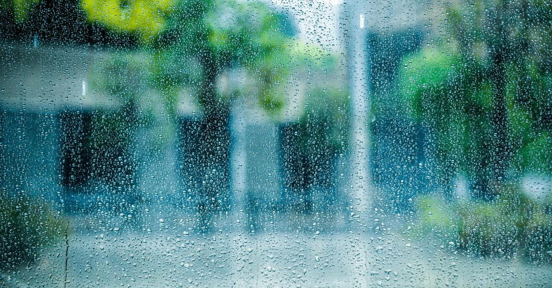 rain on building window